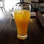 ダ・モコ - ドリンクバーでオレンジジュース持ってきた