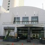 """87003370 - """"ホテル ザ・マンハッタン""""の外観。"""