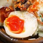 大衆食堂スタンド そのだ - アンチョビ煮卵ポテトサラダ(煮卵)