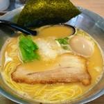 らぁめん初代オカワリ - 料理写真:3周年限定 極み濃厚鶏白湯 700円 味玉 100円