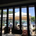 オイモカフェ - 中からみた窓