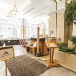 Restaurant Forest Coast - ホテル入ってすぐのバリアフリーな入口
