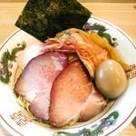 中村麺三郎商店 - 特製になるとチャーシューは3種計4枚、味玉、柔らかメンマ、茗荷のシロップ漬?