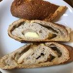 ブレッド&サーカス - 【2018.5.29】濃厚な味わいの3種のチーズパン。