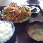 三楽食堂 - 料理写真:豚しょうが焼き定食