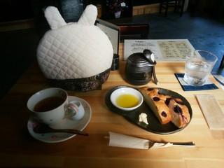 パスタアンドカフェ おはち - 「ブルーベリーのフォカッチャ」&「アップルティー」