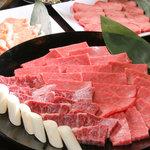 焼肉 まる徳 - たっぷりと美味しいお料理をお楽しみください
