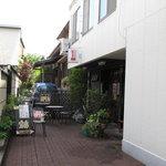 宝島 - 商店街の通りからちょっとだけ入った場所です
