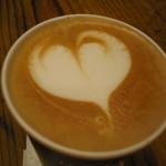 オールデイコーヒー - ハートのアート