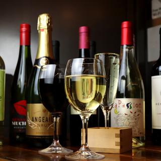 お料理やその時の気分によって、赤・白ワインを選んで楽しめる♪
