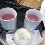 87033628 - 梅ヶ枝餅と桜茶