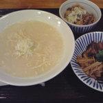 8704453 - 鶏白湯麺&ランチタイムサービスの鶏飯