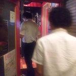 ラッツダイニング - エレベーターを降りてすぐ扉がございます