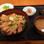 めしやっちゃん - 煮穴子丼