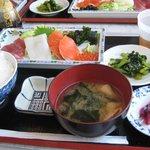 朝漁亭 丼 - お刺身定食