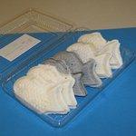 ととろ亭 - 料理写真:冷えてもモチモチの白いタイヤキです。発売以来の人気商品です。