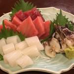 旬菜割烹 和しん - 天然インドマグロ 1,000円、剣先イカ 850円、新物トリ貝 800円