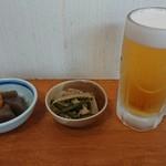 居酒屋 紅葉 - 料理写真:お通し①②、生ビール