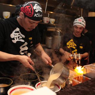 厳選された食材から抽出した濃厚なスープ