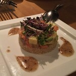 ガーデンレストラン オールデイ ダイニング - 炙りサーモンとアボカド、カジキのタタキのタルタル \1,200