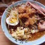 ラーメン富士丸 - 料理写真:富士丸ラーメン・白・ニンニクアブラ(850円)