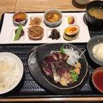 87052647 - 鰹のたたきプレート(1,274円税込)。もちろん、かまど炊きご飯と作りたて豆腐はお代わり自由です。