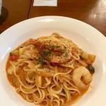 アンジェロ開成 - 生パスタ海老と彩り野菜のトマトクリームソース
