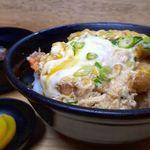 天丼 吉兵衛 - 海老2尾、大葉、海苔。それをダシが効いた美味しいつゆと玉子でとじています。