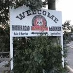66DINER - 駐車場入り口の看板