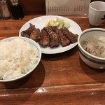 87059250 - 牛タン定食B(1850円)をご飯大盛り(100円)に