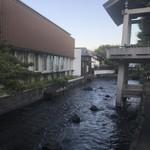 87063547 - お店の隣の川