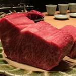 87067358 - 「見せ肉」がデデデデーーーーン