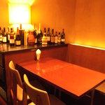 MUBU - ワインに囲まれたテーブル席・・・