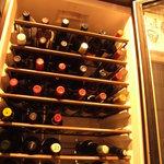 MUBU - セラーには100種類以上のワールドワイドなワインがずらり・・・