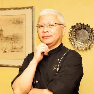 須本一信氏(スモトイッシン)─独創的な料理を紡ぐ美食の芸術家