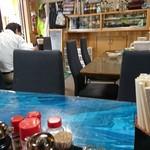 福食堂 - 店内(テーブルのみ)