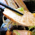大乗路  - 炙り地鶏です。脂肪分は少なくあっさりしてますが、炙った香ばしさと食感があり、美味しいです。