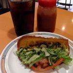 タコス屋 - 料理写真:コーラとタコス。 しめて\350の夜食。