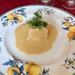 マーヴェラス パラディ - サーモンとキノコのパイ包み 白ワインソース