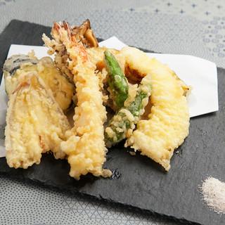 蕎麦前や天ぷら等、こだわり料理をご用意♪