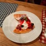 mori cafe - はちみつと木いちごとクリームチーズのワッフル