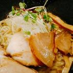 貝ガラ屋 - そして、同じ香福豚でも?違う部位の小さめ柔らかめ煮豚が2枚。