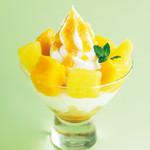 マンゴーとグレープフルーツのソフトクリームパフェ
