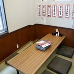 元祖 台湾もつ鍋 仁 - 6名用テーブル