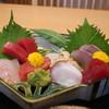 萬喜 - 料理写真:スズキ、赤身、中トロ、ベビーホタテ、生蛸、勘八、鰹