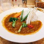 87095881 - 野菜たっぷりカリー 税込@1,134円                       えのきは最初にカレーに浸すよう案内があり、その通りにすると熱でシャクシャクのいい食感に。                       トッピングの野菜以外にもドロドロに煮込まれた野菜のコクがしっかり。