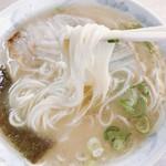 天琴ラーメン - 麺は玉名系