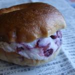 Boulanger le coeur - クランベリークリームチーズのベーグルサンドアップ