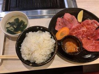 牛和鹿 富岡店 - 焼肉定食ライス大盛り(1,600円)。