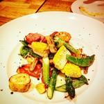 87101572 - 季節野菜のロースト温製サラダ